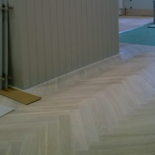 Wooden floor engineered chevron style